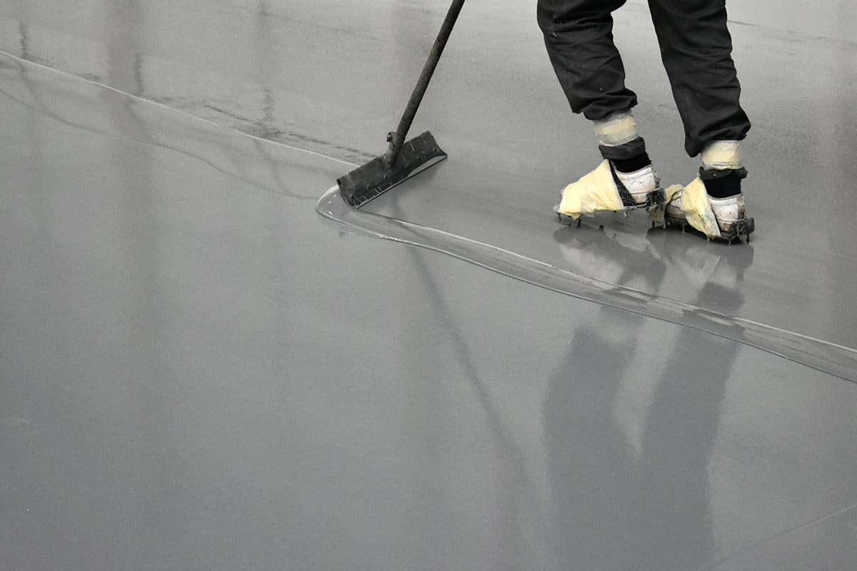 Installing polyurethane flooring with a squeegee